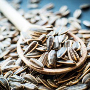 FOTO: shutterstock / Mâncăm sau nu cojile de seminţe? Riscuri la care ne expunem